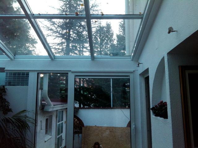 Stakleni krov i alu balkonska vrata sa kombinovanim sistemom otvaranja 1