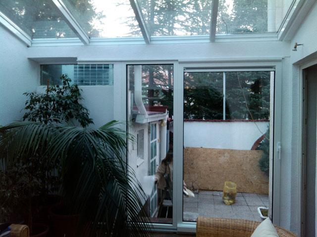 Stakleni krov i alu balkonska vrata sa kombinovanim sistemom otvaranja 9